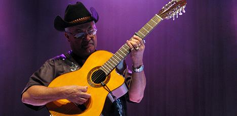 Eliades Ochoa a adus muzica traditionala cubaneza pe plaiurile mioritice