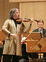 Dirijorul orchestrei Johann Strauss Ensemble şi-a vândut casa pentru a cumpăra o…vioara!