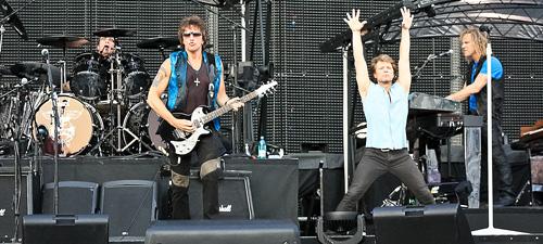 POZE: Bon Jovi în Piaţa Constituţiei din Bucureşti