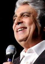 O categorie de bilete epuizată pentru concertul Enrico Macias de la Bucureşti