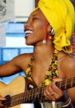 Fatoumata Diawara va cânta pe scena Festivalului Plai 2012