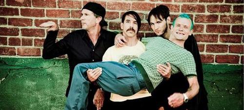 CONCURS: Câştigă invitaţii la Red Hot Chili Peppers