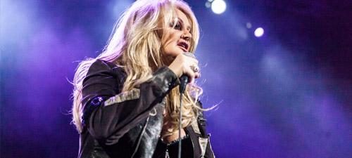 RECENZIE: O seară plină de emoţii şi amintiri cu Bonnie Tyler la Bucureşti (POZE)