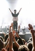 RECENZIE: Un concert ABSOLUT Woodkid cu prea mulţi fani (POZE)