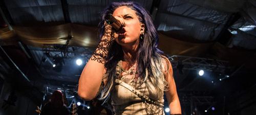 """RECENZIE: Arch Enemy şi-a început turneul de promovare  """"War Eternal"""" cu un megaconcert la Bucureşti (POZE)"""