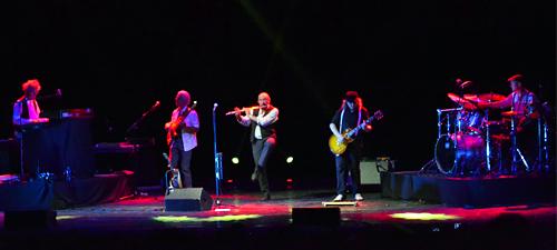 """RECENZIE: Ian Anderson şi flautul fermecat pe ritmurile """"best of Jethro Tull"""" la Bucureşti"""