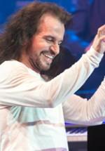 RECENZIE: Yanni a readus entuziasmul şi optimismul muzicii sale pe scena Sălii Palatului (POZE)