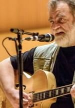 RECENZIE: 60 de ani de zâmbete şi 30 de ani de muzică sărbătoriţi cu Alexandru Andrieş la Sala Radio