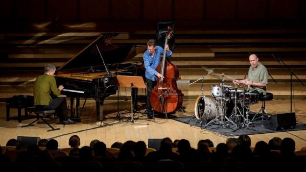 RECENZIE: Brad Mehldau Trio – versiunea tehnică a jazzului, la Sala Radio din Bucureşti