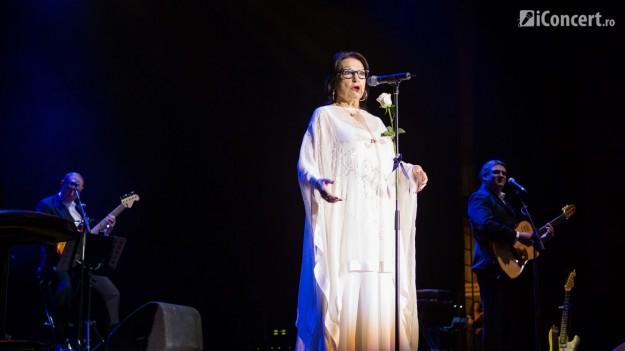 RECENZIE: Nana Mouskouri, doamna muzicii cu voce de înger, a oferit un concert emoţionant la Sala Palatului (FOTO)