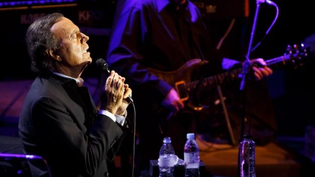 FOTO: Julio Iglesias & Julio Iglesias Jr. la Sala Palatului din Bucureşti