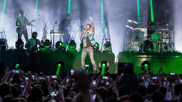 """RECENZIE: """"Jungla"""" muzicală a celor de la Maroon 5 s-a dezlănţuit la Bucureşti (FOTO)"""
