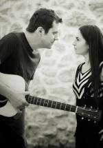 Dan Byron şi Luiza Zan, în deschiderea concertului Hindi Zahra de la Arenele Romane