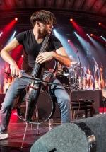 Duo-ul 2CELLOS revine în concert la Bucureşti, în decembrie 2017