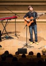 RECENZIE: Sentimentele s-au preschimbat în note muzicale la concertul lui Jason Mraz de la Sala Radio (FOTO)