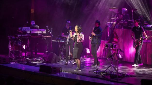 RECENZIE: Caro Emerald la Sala Palatului – un concert ca o vară tropicală (FOTO)