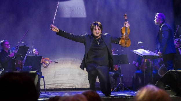RECENZIE: Edvin Marton a adus nostalgie şi bucurie, alături de vioara sa Stradivarius, pe scena Sălii Palatului (FOTO)