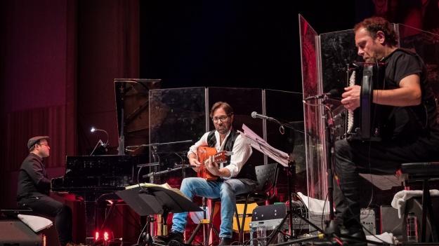 RECENZIE: Despre măiestrie muzicală şi jazz-fusion de calitate cu Al Di Meola la Bucureşti (FOTO)